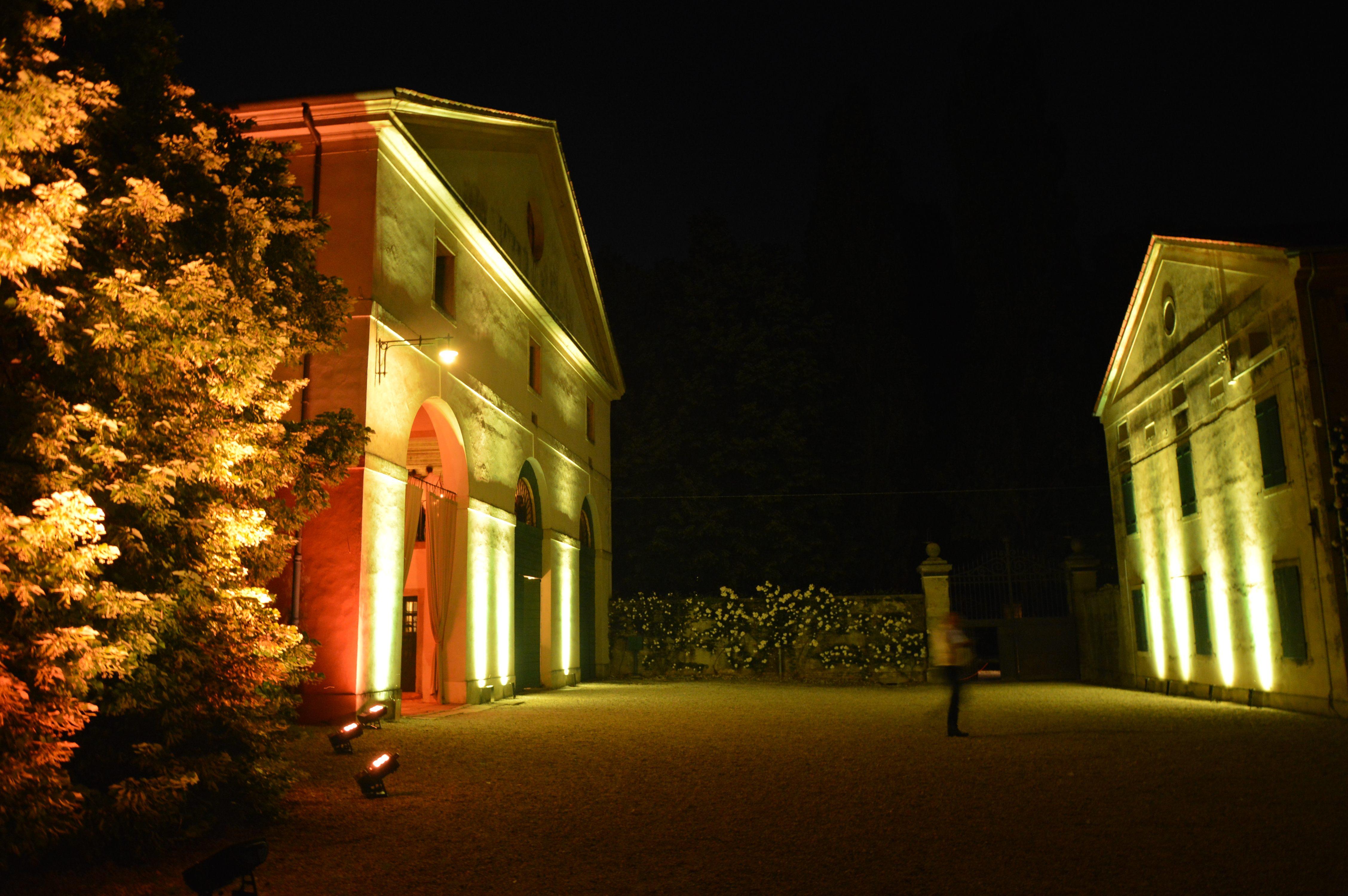 Illuminazione Esterna Villa Moderna : Illuminazione architetturale esterna archivi luxury events